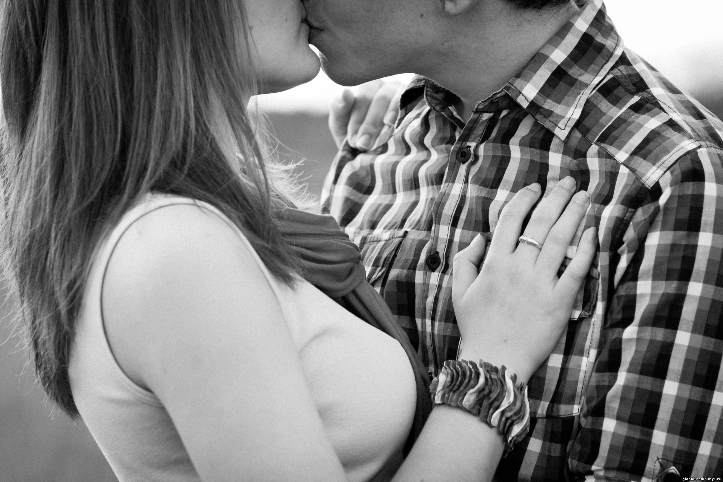 Romantic Couple Love Black and White Free HD desktop